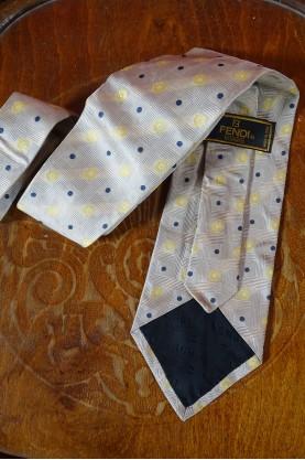 Fendi cravatta 100% seta colore beige/blu/giallo